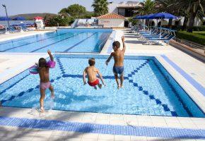 piscina hotel porto conte alghero sardegna